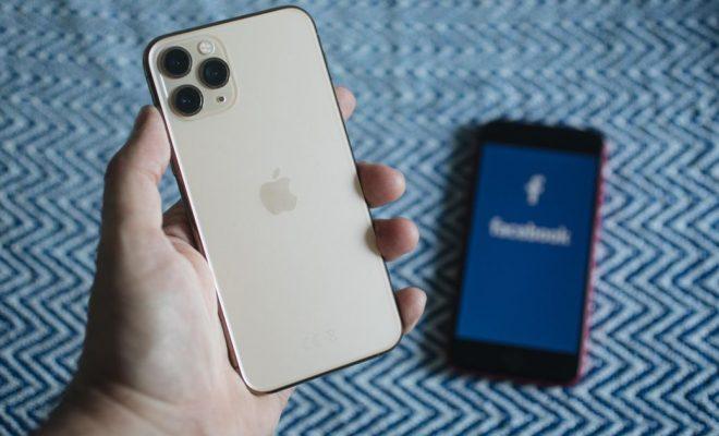 Apple halts fee on Facebook paid online events