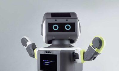 https://cdn.motor1.com/images/mgl/PExAX/s6/hyundai-customer-service-robot.jpg