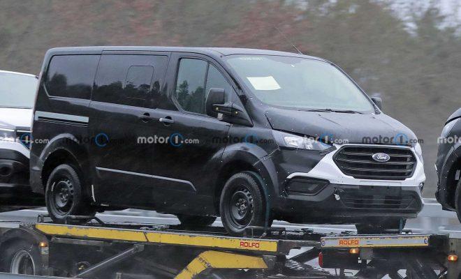 https://cdn.motor1.com/images/mgl/7OyLA/s6/next-gen-ford-transit-custom-first-spy-photo-front-three-quarters.jpg