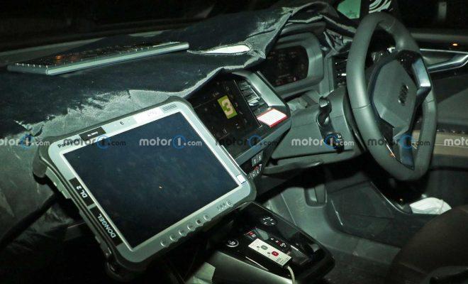 https://cdn.motor1.com/images/mgl/bezer/s6/audi-q4-e-tron-and-q4-e-tron-sportback-spy-photos.jpg